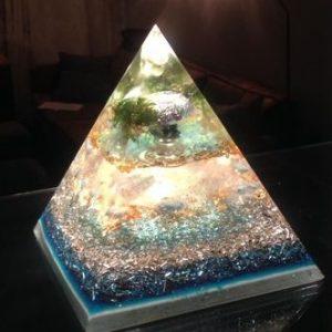 Orgonite piramide tot 15cm