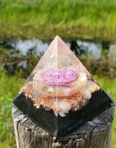 5 tot 7 cm Orgonite piramide